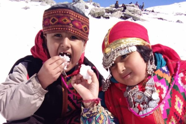 Kids enjoy snow in Rohtang Pass