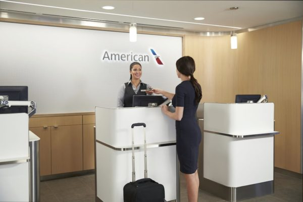 American-Airlines-AdmiralsClub-agent-assisting-customer-at-computer